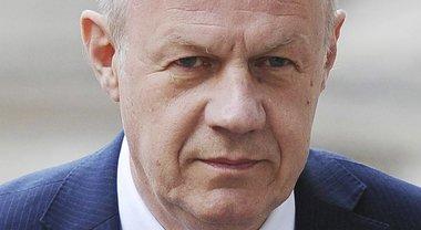 Scandalo a luci rosse a Londra: materiale porno nel computer del vice di Theresa May