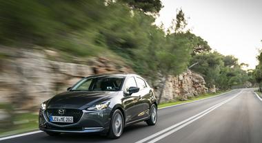 Mazda2, l'ammiraglia compatta diventa ibrida