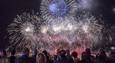 Salone di Genova, premiati i fedelissimi dell'esposizione con festa e fuochi d'artificio finali