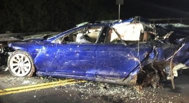 Tesla, nuovo incidente mortale. Non chiaro se vettura era in modalità AutoPilot