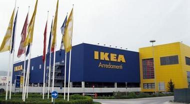 Assalto a Ikea. Ladri con i mitra tra una folla di clienti, colpo da 110.000 euro