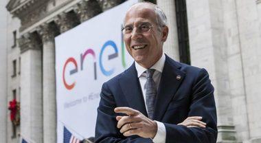 """Starace: «Nel settore mobilità è in corso una rivoluzione, Italia in prima fila». Enel, """"lampione intelligente"""" per ricarica veicoli elettrici"""