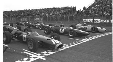 70 anni di Formula 1, l'epopea di Jim Clark e John Surtees