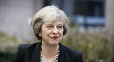 Brexit, May: «Gb fuori il 29 marzo alle 23, non tentate di fermarci»