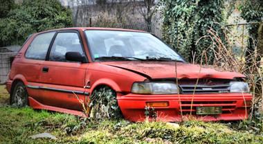L'auto deve essere assicurata anche se il proprietario la tiene ferma in un terreno privato
