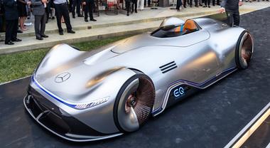 Vision EQ Silver Arrow incanta Pebble Beach. Il futuro Mercedes ha 750 cv e zero emissioni