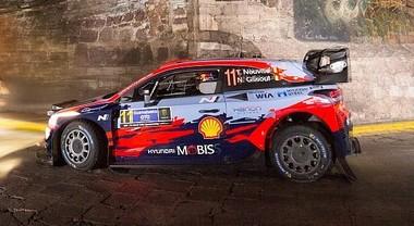 WRC, la Hyundai di Neuville comanda in Messico dopo i primi 2 stage notturni. Dietro Evans su Toyota