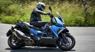 Bmw C400X, comodità, sicurezza e connettività senza rivali. E tanto piacere di guida