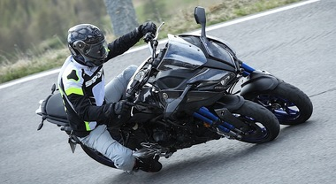 Yamaha Niken, la rivoluzionaria e divertente moto a tre ruote che guarda al futuro