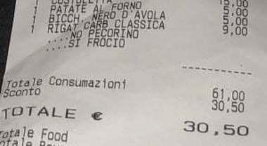 Ristorante romano offende coppia gay con scontrino choc: «No pecorino, sì fr****». Cameriere licenziato