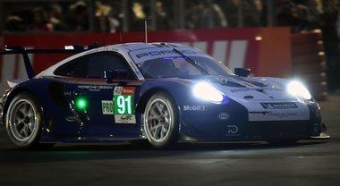 Le Mans, Porsche impone la sua legge in qualifica. La 911 RSR di Bruni in pole nella GTE-Pro. Cairoli idem nella GTE-Am