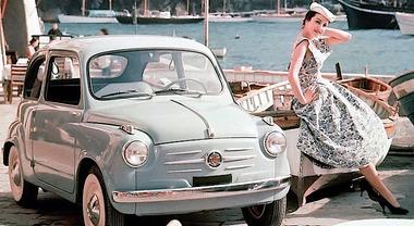 Fiat 600, l'icona del boom economico ha 65 anni. Debuttò il 9 marzo '55 al Salone di Ginevra. Costava 590mila lire