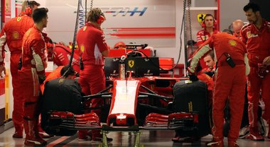 """Sorpasso Mercedes su una Rossa """"sbiadita"""". Frecce d'argento ora più affidabili e competitive delle Ferrari"""