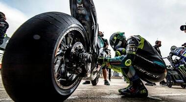 Le MotoGP restano gommate Michelin. Marchio francese rimarrà fornitore unico nella classe regina fino al 2026