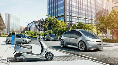 """Spinti dal sole e dal vento: batterie o idrogeno, gli autoveicoli del futuro saranno tutti """"zero emission"""""""