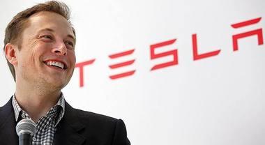 Musk twitta e prende in giro SEC: «Grande lavoro commissione scopertisti». Tesla affonda in borsa: -5%