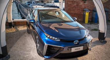 Toyota Mirai, la berlina ad idrogeno arriva anche in Italia. In commercio dal prossimo anno