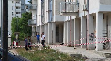 Papà lancia la figlia dal balcone, colpo di scena: il legale si rifiuta di difenderlo