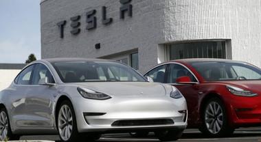Tesla richiama 14mila auto in Cina per per airbag difettosi