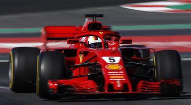 Test Montmelò, la Ferrari di Vettel precede la Mercedes di Bottas a metà giornata