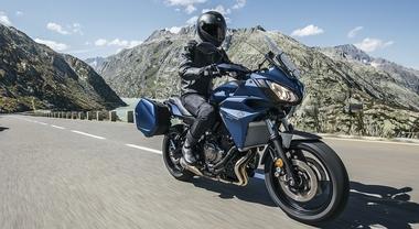 Yamaha Tracer 700 GT, viaggitrice comoda e divertente. Parabrezza touring e seduta ergonomica