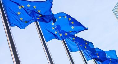 Emissioni auto, intesa UE su taglio a 35% per le auto e 30% per van entro il 2030