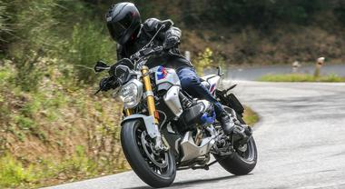 BMW R 1250 R, la naked bavarese aggiunge un tocco di sportività