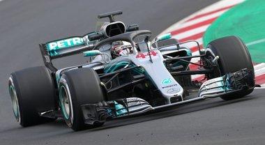 Vola la Mercedes di Hamilton nei test di Barcellona. terzo tempo per la Ferrari di Vettel