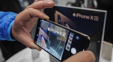 Apple, allarme per i nuovi iPhone: «La batteria non si carica». Ecco da cosa dipende Video