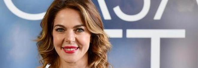 Sanremo 2020, Caludia Gerini contro Amadeus: «Boicottiamo il Festival». Poi cancella il post