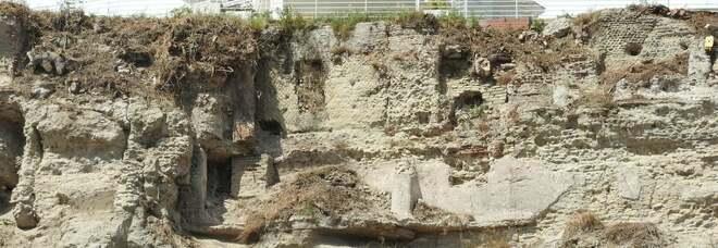 """Pozzuoli, dai lavori spuntano i resti de La Starza, la """"Posillipo"""" degli  antichi romani"""