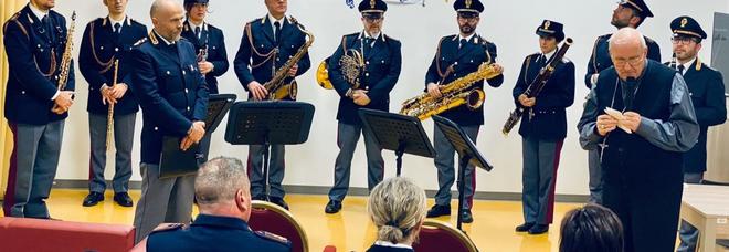 La banda della Polizia ha tenuto un concerto all'hospice Carlo Chenis