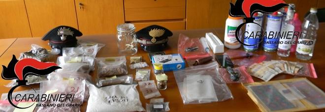 Il materiale sequestrato dai carabinieri di Marostica