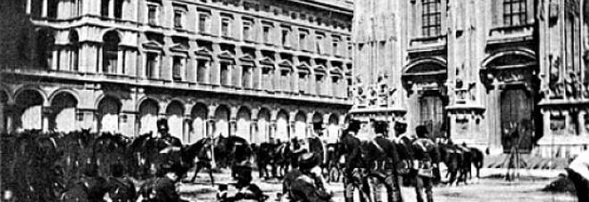 L'esercito in piazza Duomo a Milano nel maggio 1898
