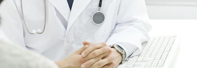 Sanità, in Lombardia gli esami non arrivano (quasi) mai. «Tre mesi per una mammografia»