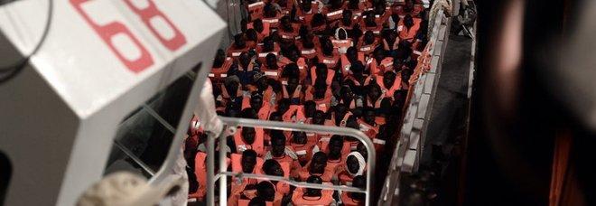 Aquarius, la Spagna accoglie la nave. Sanchez: «Ragioni umanitarie». Conte ringrazia, Malta accusa l'Italia