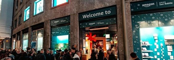 Amazon, scatta la rivoluzione: per il Black Friday aperto il primo negozio