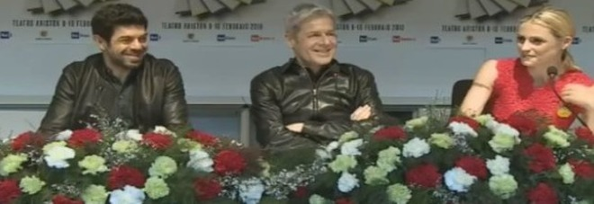 Sanremo: Claudio Baglioni fa piangere in diretta Michelle Hunziker