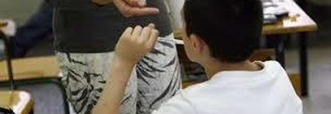 Distratto in classe, prof prende a schiaffi alunno di 15 anni: studente all'ospedale