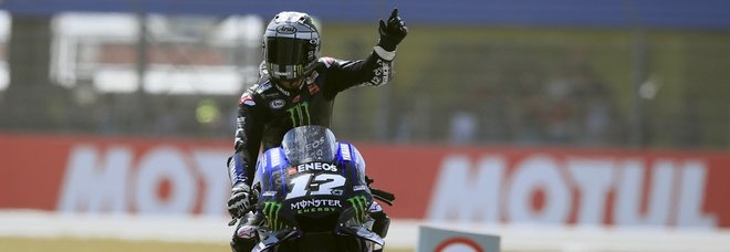 Assen, Vinales riporta al successo la Yamaha. Marquez secondo, cade Rossi