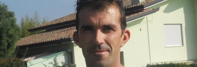 Il trattore si ribalta e lui muore schiacciato: vittima Andrea, 42 anni