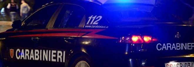 Rapito per un debito di droga e liberato dai carabinieri: 5 arresti