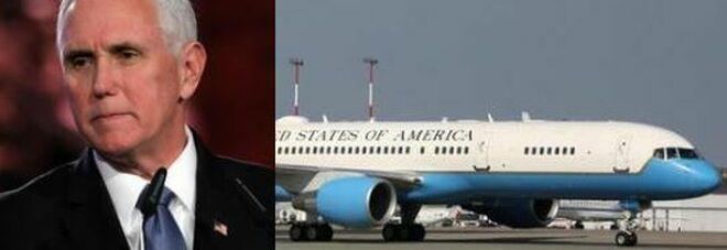 Paura sull'Air Force Two, atterraggio d'emergenza per l'aereo del vicepresidente Usa