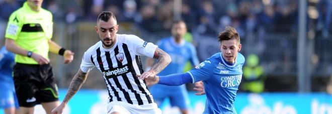 Serie B, il Bari ferma il Frosinone: l'Empoli lo aggancia in vetta