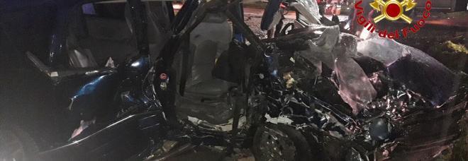 Frontale tra due auto, morta una ragazza di 16 anni: gravi altri tre giovanissimi, in coma una 17enne