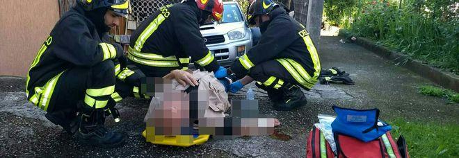 Dimentica di tirare il freno a mano: travolto e schiacciato dalla sua auto