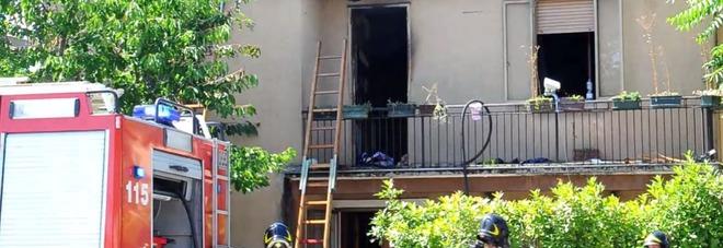 Fiamme divampano all 39 interno di una casa famiglia evacuata - Interno di una casa ...