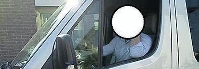 La foto scattata dalla vittima al conducente che l'ha pestato