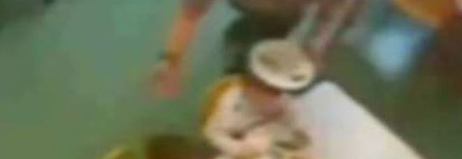 Parma, maestre d'asilo arrestate: facevano mangiare i bambini come animali