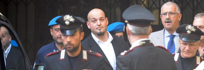 Scrive «Chapeau Traini» sul web, indagato per apologia di reato